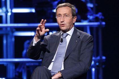Gianfranco Fini durante un intervento a Servizio Pubblico