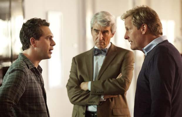 The Newsroom: Thomas Sadoski, Jeff Daniels e Sam Waterston in una scena dell'episodio 'We Just Decided To'