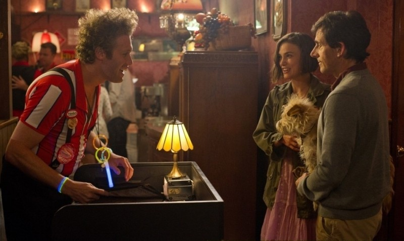 Cercasi amore per la fine del mondo: T. J. Miller, Steve Carell e Keira Knightley in una divertente scena