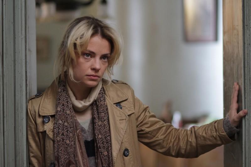 El Campo: un'espressione accigliata di Dolores Fonzi tratta dal film