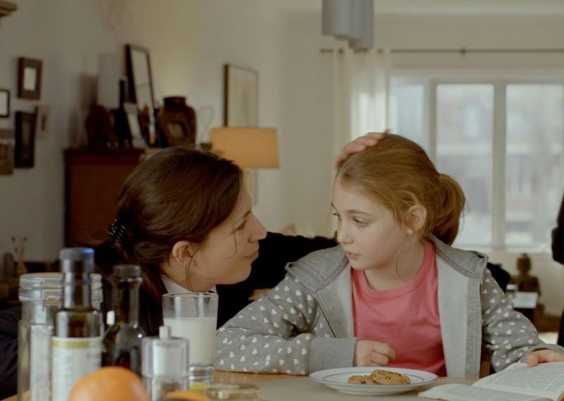 Monsieur Lazhar: Evelyne de la Chenelière con la piccola Sophie Nélisse in una scena del film