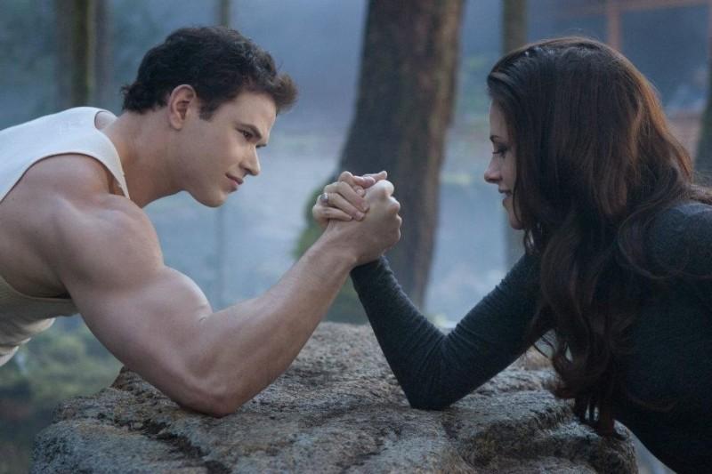 Twilight Saga: Breaking Dawn - Parte 2, braccio di ferro tra Kellan Lutz e Kristen Stewart