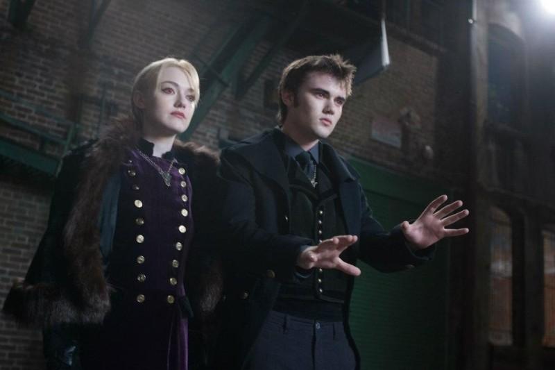 Twilight Saga: Breaking Dawn - Parte 2, Dakota Fanning e Cameron Bright in una scena