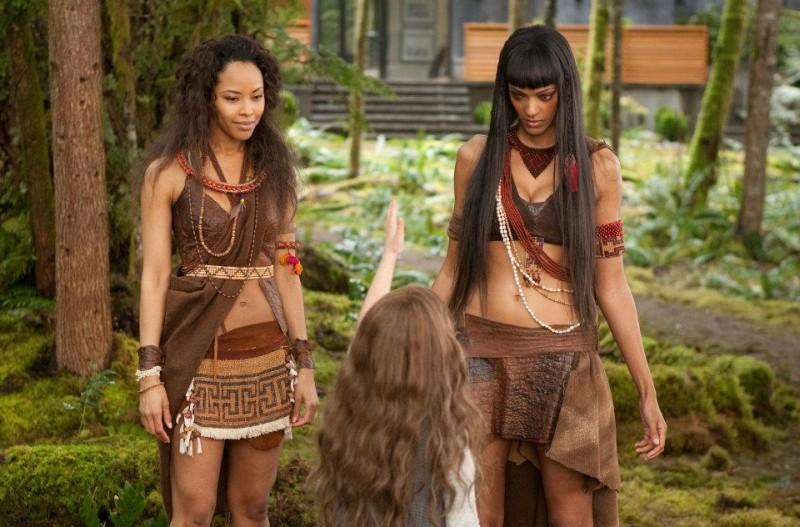 Twilight Saga: Breaking Dawn - Parte 2, Mackenzie Foy insieme alle amazzoni Tracey Heggins e Judith Shekoni