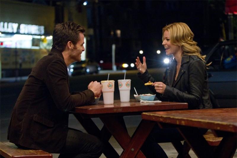 Chris Pine ed Elizabeth Banks in People Like Us