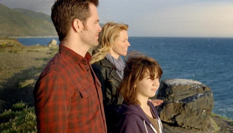 Chris Pine, Michael Hall D'Addario ed Elizabeth Banks in People Like Us