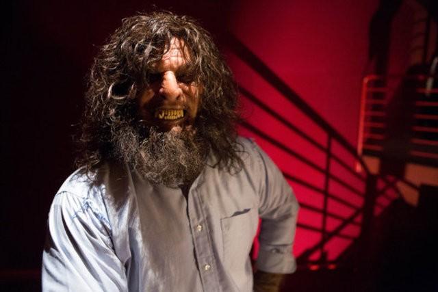 Grimm: Roger Bart in una scena dell'episodio Big Feet
