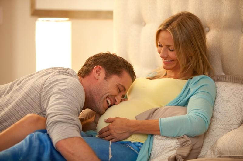 Che cosa aspettarsi quando si aspetta: Cameron Diaz e Matthew Morrison in una tenera immagine del film