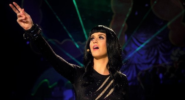 Katy Perry: Part of Me - Katy durante una performance live