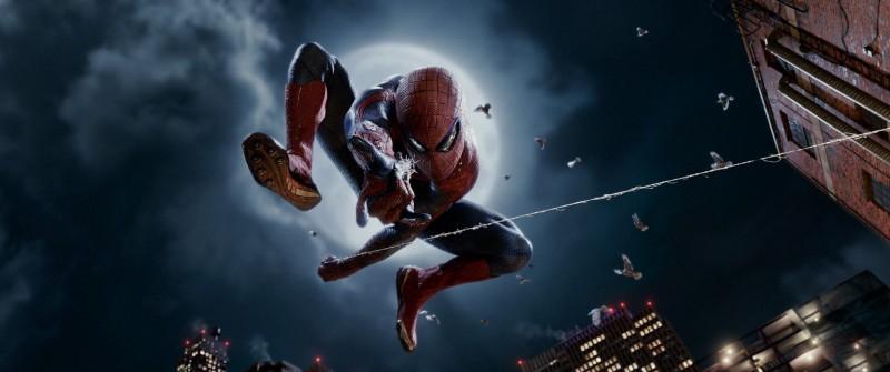 The Amazing Spider-Man: Andrew Garfield in azione in una nuova immagine promozionale del film