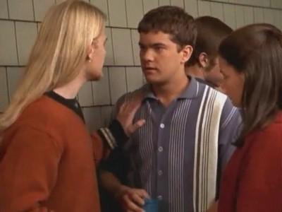 Joshua Jackson in un momento dell'episodio Il ritorno di Billy della serie Dawson's Creek
