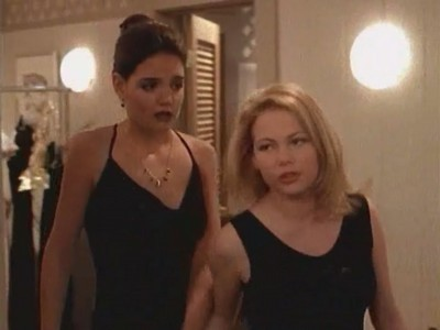 Katie Holmes e Michelle Williams nell'episodio Concorso di bellezza della serie Dawson's Creek