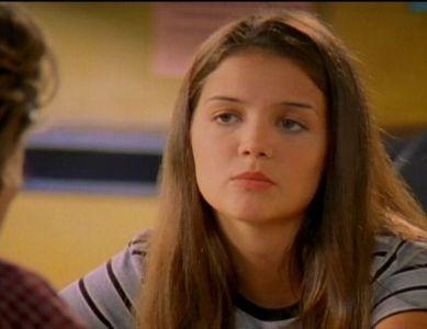 Katie Holmes in una scena dell'episodio Festa di ballo di Dawson's Creek