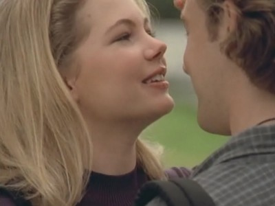 Michelle Williams e James va Der Beek in un momento di Conoscenza carnale della serie Dawson's Creek