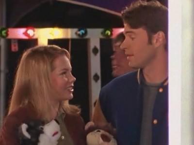 Michelle Williams e Scott Foley in un momento dell'episodio Esperimenti d'amore della serie Dawson's Creek