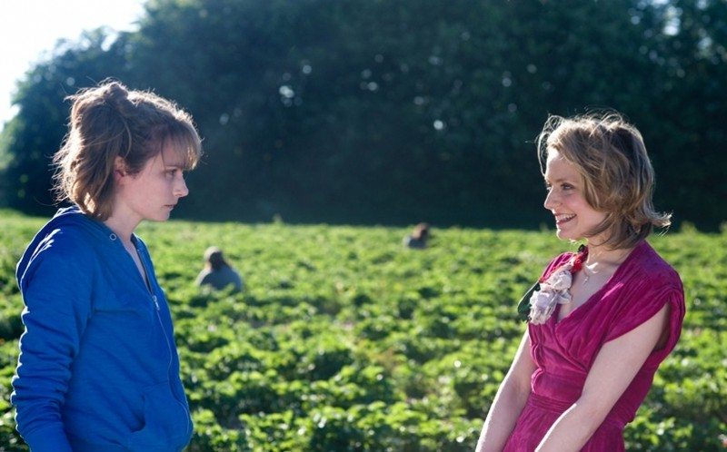 Christine Bottomley e Anna Madeley in Strawberry Fields (2012)
