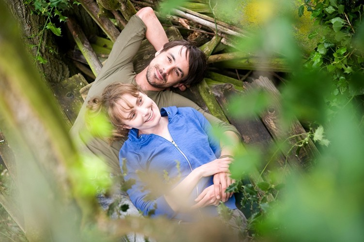 Christine Bottomley e Emun Elliot in Strawberry Fields (2012)