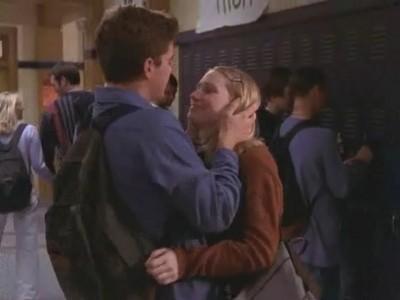 Joshua Jackson e Meredith Monroe in Essere o non Essere (1) della serie Dawson's Creek