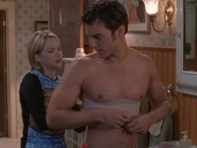Michelle Williams e Kerr Smith in un momento dell'episodio Test psicoattitudinale della serie Dawson's Creek
