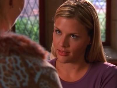 Busy Philipps in una scena dell'episodio Momenti critici della serie Dawson's Creek