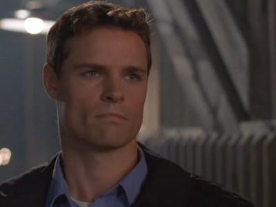 Dylan Neal in un momento dell'episodio I soliti sospetti della serie Dawson's Creek