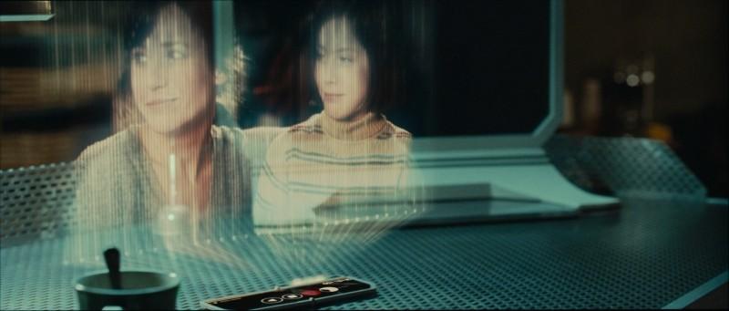 Eva: ologrammi in una scena del film