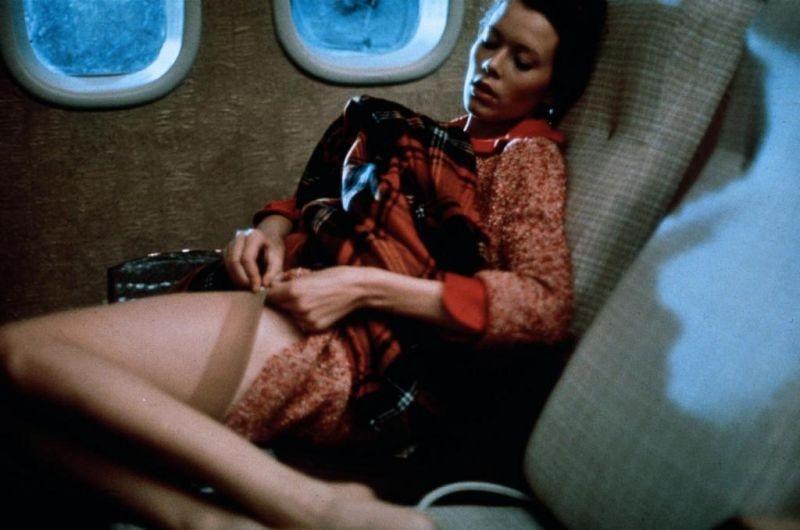Sylvia Kristel è una caldissima Emmanuelle nel film di Just Jaeckin