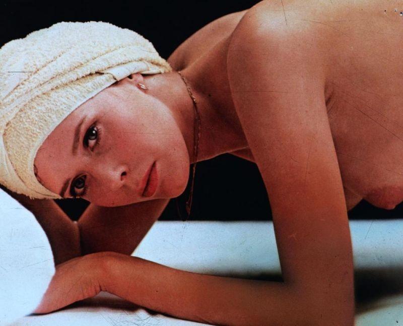 Sylvia Kristel in Emmanuelle 2: l'antivergine
