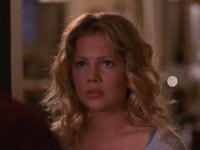 Michelle Williams in una scena dell'episodio L'amara scoperta della serie Dawson's Creek