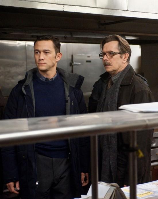 Joseph Gordon-Levitt e Gary Oldman in una scena di Il cavaliere oscuro - Il ritorno