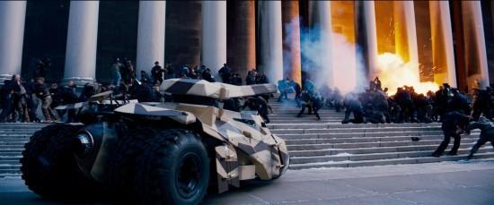 La guerra arriva a Gotham City in Il cavaliere oscuro - Il ritorno