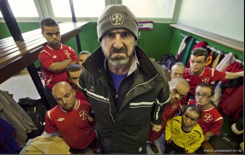 una buffa espressione di Eric Cantona in Les Kaïra