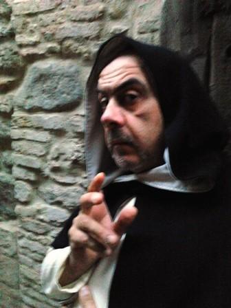 Claudio Bellanti sul set, nei panni di un Priore Domenicano