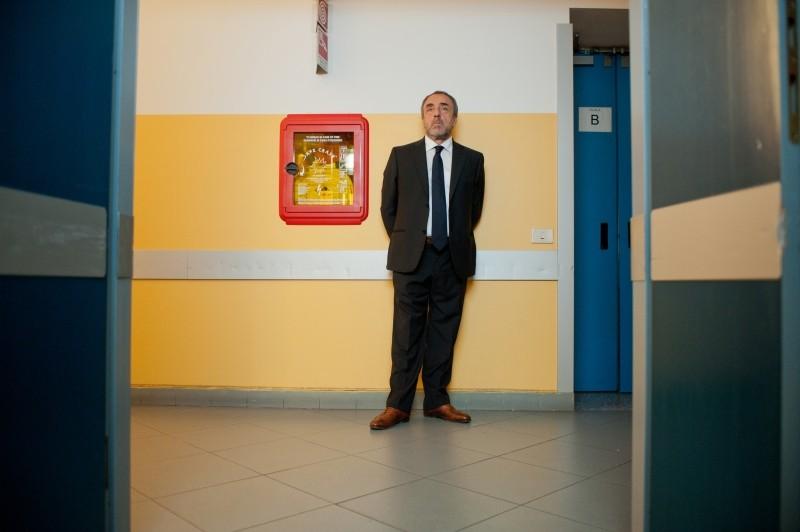 La variabile umana: Silvio Orlando in una scena del film nei panni dell'Ispettore Monaco