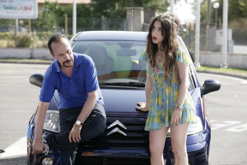 Una donna per la vita: Maurizio Casagrande e Sabrina Impacciatore in una divertente scena del film