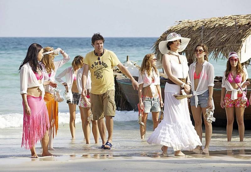 Das Miss Schweiz Massaker: il regista del film Michael Steiner dirige le ragazze sul set in Thailandia
