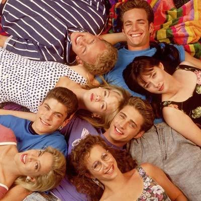 Il cast della serie in una foto promozionale della prima stagione di Beverly Hills, 90210
