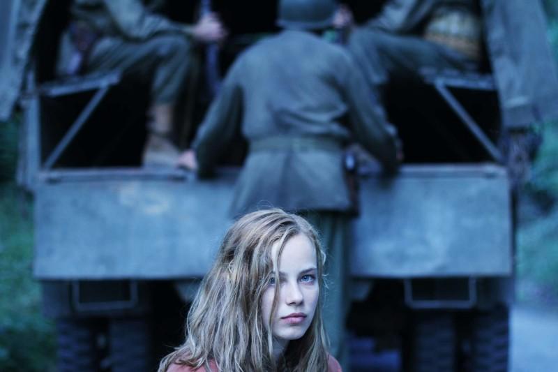 Lore: la protagonista Saskia Rosendahl in una scena