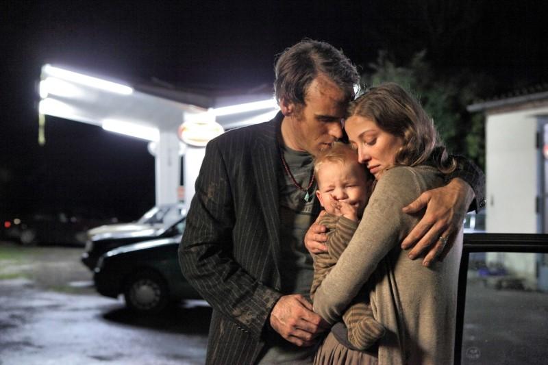 Nachtlärm: Sebastian Blomberg e Alexandra Maria Lara abbracciano il loro bambino in una scena