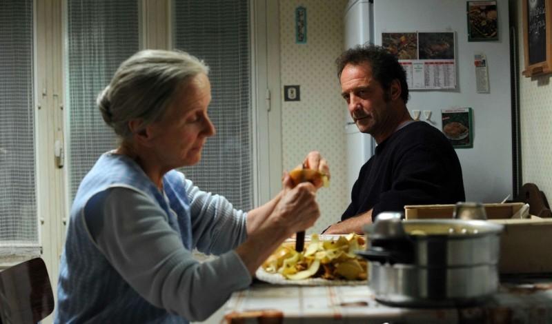 Quelques heures de printemps: Hélène Vincent e Vincent Lindon in una scena casalinga del film