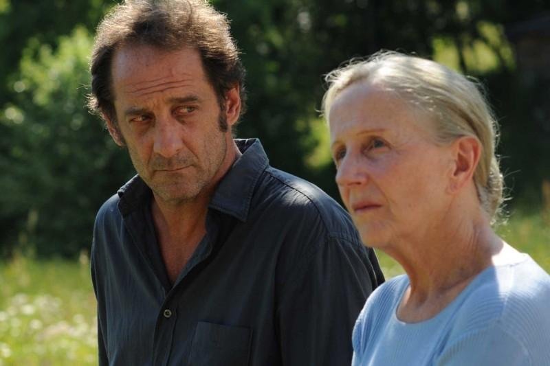 Quelques heures de printemps: Hélène Vincent e Vincent Lindon in una scena del film