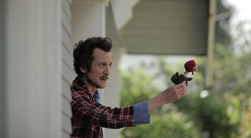 Wrong: Jack Plotnick nei panni del protagonista del film Dolph Springer