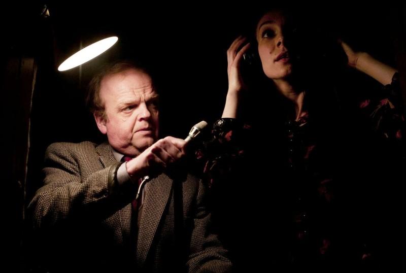 Berberian Sound Studio: il protagonsita Toby Jones in una scena del film con Fatma Mohamed