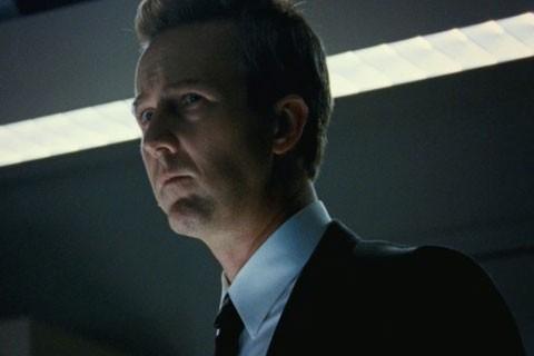 Edward Norton in un primo piano dal film The Bourne Legacy