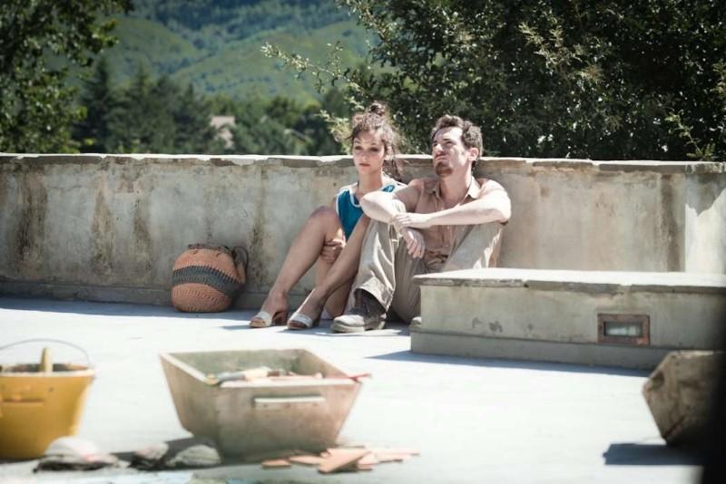 I padroni di casa: Elio Germano e Francesca Rabbi in una scena del film