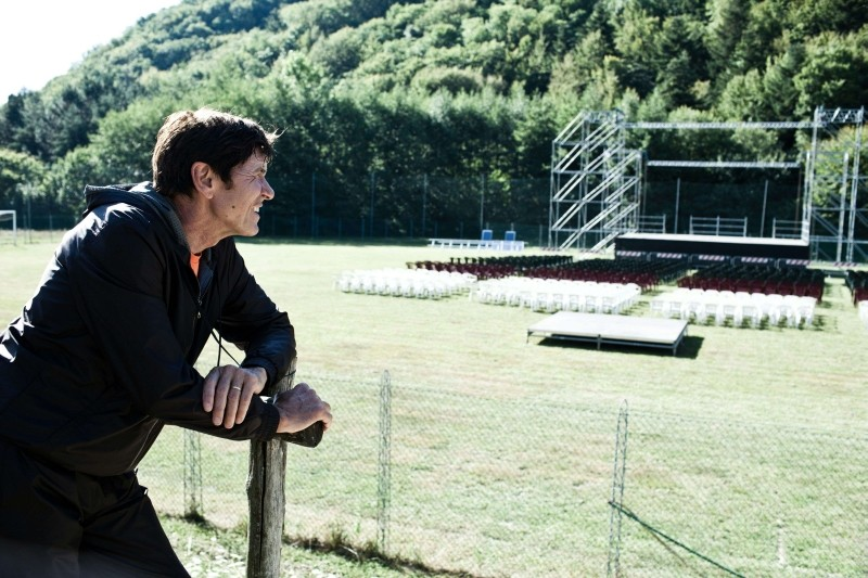 I padroni di casa: Gianni Morandi in una scena del film