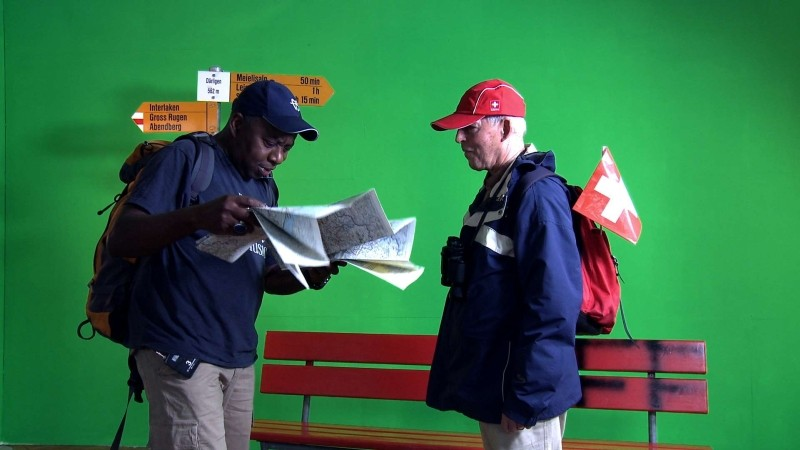Image Problem: due turisti in una scena del documentario sui problemi d'immagine della moderna Svizzera