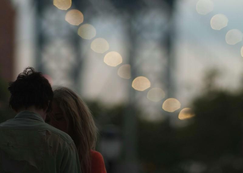 Jack and Diane: le protagoniste Juno Temple e Riley Keough (di spalle) in una scena