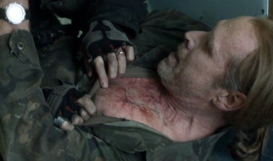 Falling Skies: Will Patton in una drammatica scena dell'episodio Ritorno a casa