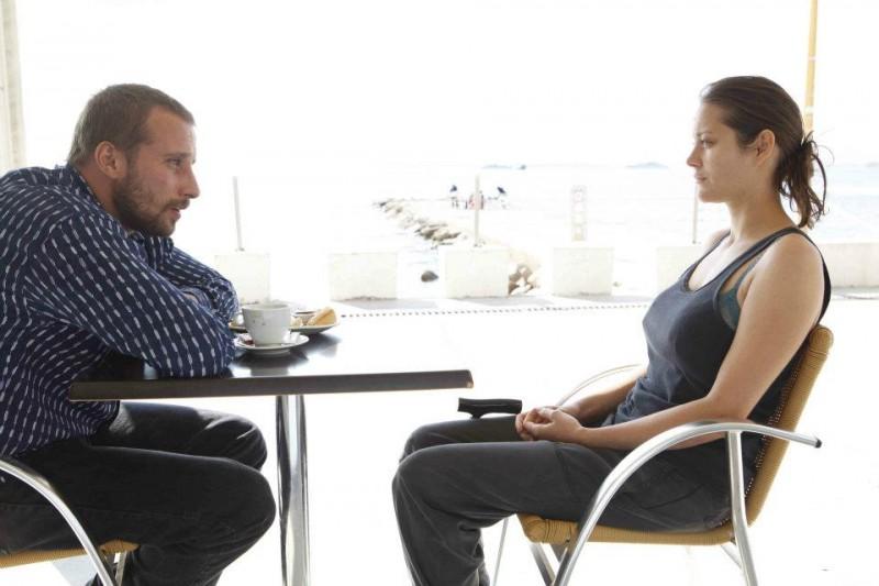 Un sapore di ruggine e ossa: Matthias Schoenaerts e Marion Cotillard in una scena del film